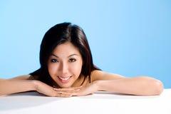 Aziatische schoonheid met glimlach stock foto's