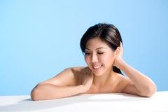 Aziatische schoonheid met glimlach stock afbeelding