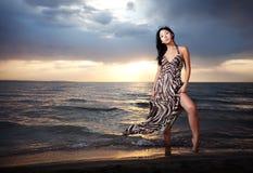 Aziatische schoonheid op het strand Royalty-vrije Stock Afbeeldingen