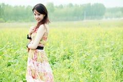 Aziatische schoonheid op verkrachtingsgebied Royalty-vrije Stock Afbeeldingen