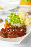 Aziatische schotel met rundvlees, noedels en groenten Royalty-vrije Stock Foto's