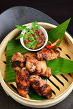 Aziatische stijl, hete Vleesschotels - Fried Chicken Wings Royalty-vrije Stock Foto's