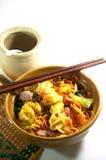Aziatische stijlnoedel met varkensvlees Stock Foto's