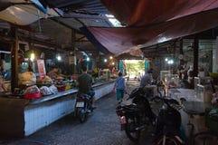 Aziatische straatmarktkramen in Hanoi Stock Foto's