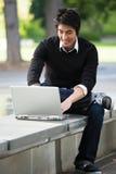 Aziatische student en laptop Royalty-vrije Stock Foto