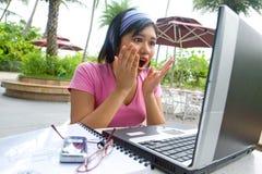 Aziatische studente die wanhoop toont Stock Foto