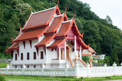 Aziatische tempel in bos Stock Afbeelding