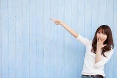Aziatische verraste vrouw Stock Foto's