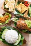 Aziatische voedselnasi ayam penyet Stock Afbeelding