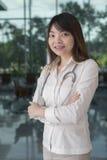 Aziatische vrouw arts stock foto's