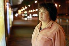 Aziatische vrouw bij nacht Stock Afbeelding