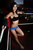 Aziatische vrouw in boksring Stock Fotografie