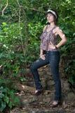 Aziatische vrouw in bos Royalty-vrije Stock Afbeelding