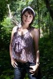 Aziatische vrouw in bos Royalty-vrije Stock Fotografie