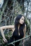 Aziatische vrouw in bos Royalty-vrije Stock Foto
