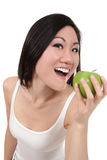 Aziatische Vrouw die Appel eet stock afbeelding