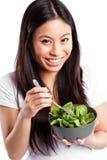 Aziatische vrouw die salade eet stock fotografie
