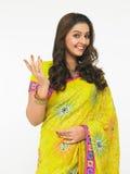 Aziatische vrouw in een saree Royalty-vrije Stock Fotografie