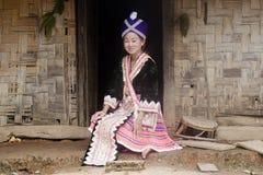 Aziatische vrouw Laos in traditionele kleren, Hmong royalty-vrije stock foto