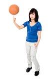 Aziatische vrouw met basketbalbal Royalty-vrije Stock Fotografie