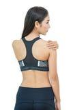 Aziatische vrouw met haar schouder in pijn Stock Foto