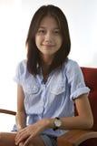 Aziatische vrouw met het glimlachen gezicht stock foto's