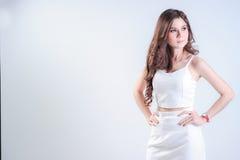 Aziatische Vrouw met kleding Royalty-vrije Stock Afbeeldingen