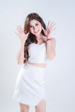 Aziatische Vrouw met kleding en glimlach Stock Afbeelding
