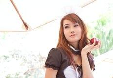 Aziatische vrouw met rood appelconcept Stock Foto's