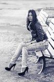 Aziatische vrouw op bank Royalty-vrije Stock Foto