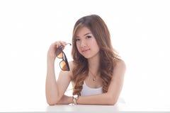 Aziatische vrouw op witte achtergrond Stock Foto