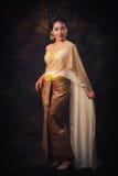 Aziatische vrouw in traditiekleding stock afbeeldingen