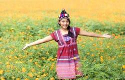 Aziatische vrouw in traditioneel kostuum voor Karen stock foto