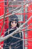 Aziatische vrouw voor telefooncel Stock Afbeelding