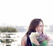 Aziatische Vrouwenrit op Bootconcept Stock Foto's