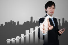 Aziatische zakenman die aan 3d grafiek, bedrijfsconcept werkt Stock Foto