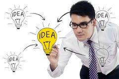 Aziatische zakenman die idee maken vector illustratie