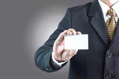 Aziatische zakenman die lege witte kaart houden Royalty-vrije Stock Fotografie