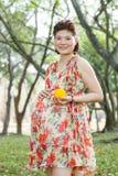 Aziatische zwangere vrouw Royalty-vrije Stock Foto's