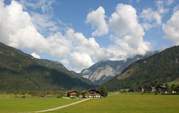 Azienda agricola alpina Immagini Stock