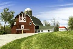 Azienda agricola americana del paese con il silo Fotografia Stock