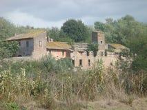 Azienda agricola caratteristica con una torre medievale del paese romano medio alla natura L'Italia Fotografia Stock