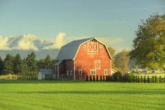 Azienda agricola del granaio del paese Fotografie Stock