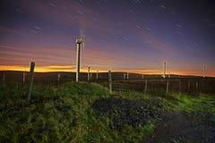 Azienda agricola del mulino a vento alla notte Fotografie Stock Libere da Diritti