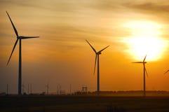 Azienda agricola di vento al tramonto Immagine Stock