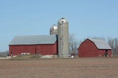 Azienda agricola e granai rurali del Wisconsin Fotografia Stock