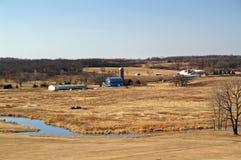 Azienda agricola e un fiume fotografia stock libera da diritti