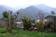 Azienda agricola indiana rurale con solare Immagini Stock