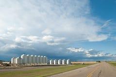 Azienda agricola moderna al lato della strada Fotografie Stock Libere da Diritti