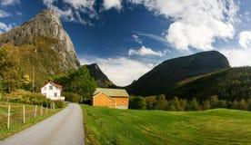 Azienda agricola in montagne Fotografie Stock Libere da Diritti